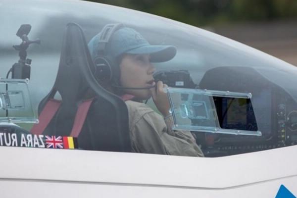 la piloto busca ser la primera mujer mas joven en dar la vuelta al mundo en solitario